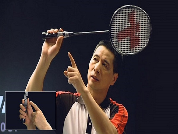 Mách bạn cách cầm vợt cầu lông đúng chuẩn trong thi đấu