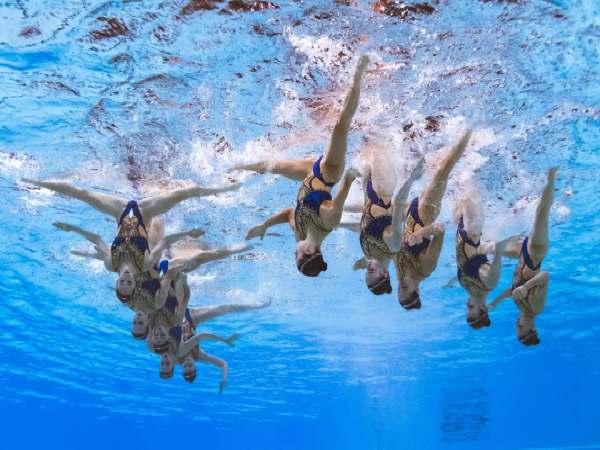 Bơi nghệ thuật là gì – Những điều cực ấn tượng về bộ môn này