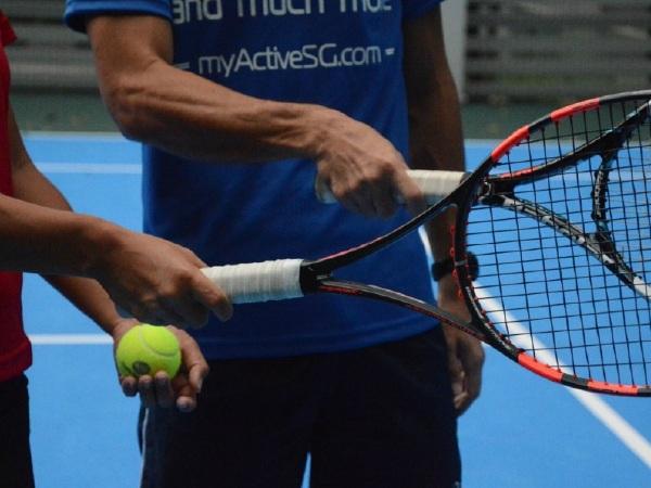 Cách cầm vợt tennis đúng cách với 4 kiểu phổ biến